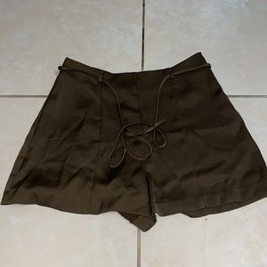 Olive short woven